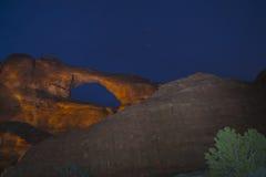 Arco del horizonte en la noche Moab Utah foto de archivo