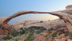 Arco del paisaje panorámico en la puesta del sol Imagen de archivo