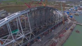 Arco del puente crimeo Construcción del puente crimeo Construcción grandiosa en el estrecho de Kerch almacen de video