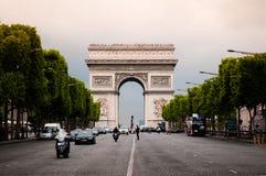 Arco del Triunfo en día lluvioso foto de archivo