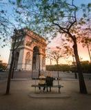 Arco del triunfo, París de la puesta del sol Fotos de archivo libres de regalías