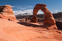Arco delicato con le montagne di La Salle nell'Utah Fotografia Stock