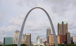 Arco dell'ingresso di StLouis Missouri, architettura, nuvole, cielo immagini stock libere da diritti