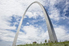 Arco dell'ingresso di StLouis Missouri, architettura, nuvole, cielo fotografia stock libera da diritti