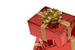 Arco dell'oro sul contenitore di regalo rosso Immagine Stock Libera da Diritti