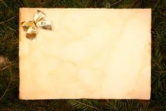 Arco dell'oro sullo strato di carta invecchiato Immagini Stock