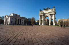 Arco della步幅,和平曲拱,在Sempione公园附近在米兰的市中心,意大利 免版税库存照片