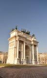 arco della Μιλάνο κοντά στο sempione parco ρυθ Στοκ Φωτογραφίες