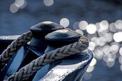 Arco della nave con le riflessioni dell'acqua Immagine Stock