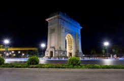 Arco della vista di notte di Triomphe a Bucarest Fotografie Stock Libere da Diritti