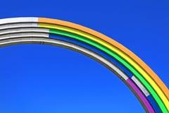 Arco di amicizia della gente, dipinta a colori dell'arcobaleno, in preparazione del concorso Eurovision-2017 di canzone Fotografia Stock