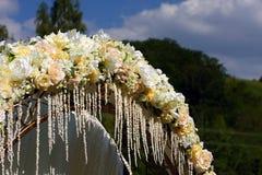 Arco di cerimonia nuziale immagini stock