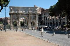 Arco di Constantino e colosseum fotos de stock royalty free