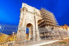 Arco di Costantino - l'arco di Costantine vicino a Colosseum - Roma -  Fotografia Stock Libera da Diritti