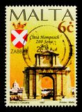 Arco di Hompesch e armi, Zabbar, bicententenario del serie maltese delle città, circa 1997 Fotografia Stock