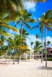 Arco di nozze sulla spiaggia nell'hotel di Barcelo, Punta Cana Fotografia Stock