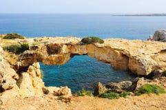 Arco di pietra sopra il mare Fotografie Stock