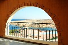 Arco di Windows con la vista del mare Fotografia Stock