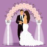 Arco do casamento com noivos Fotos de Stock