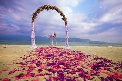 Arco do casamento para a cerimônia Fotografia de Stock