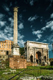 Arco do imperador Septimius Severus em Roman Forum, Roma Fotografia de Stock Royalty Free