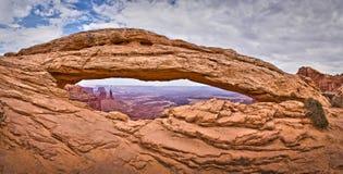Arco do Mesa, parque nacional de Canyonlands, Utá Foto de Stock Royalty Free