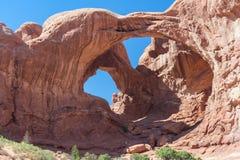 Arco doble en el parque nacional Utah los E.E.U.U. de los arcos Foto de archivo