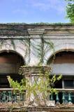 Arco dos del edificio envejecido Imagenes de archivo