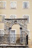 Arco e finestre di pietra Fotografie Stock