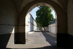 Arco e rua Imagens de Stock