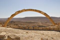 Arco em uma cidade antiga Israel do deserto Fotos de Stock Royalty Free