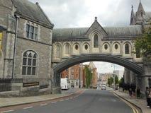 Arco en Dublín, Irlanda Imágenes de archivo libres de regalías