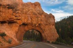 Arco en el camino Imagenes de archivo