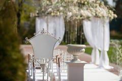 Arco en el jardín para la ceremonia de boda Foto de archivo