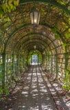 Arco en el parque Kadriorg Imagen de archivo libre de regalías