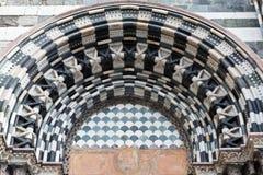 Arco en la catedral de Lorenzo del santo en Génova Fotografía de archivo libre de regalías