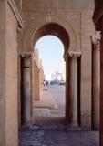 Arco en la ciudad de Oriente Medio Imagenes de archivo