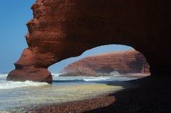 Arco en la playa Legzira foto de archivo