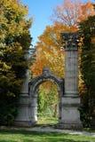 Arco en un parque Imagen de archivo