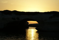 Arco entre las rocas Imagen de archivo libre de regalías