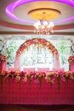 Arco floral y una tabla Imagen de archivo libre de regalías