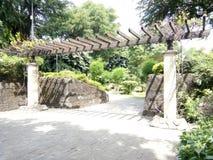Arco giapponese dell'entrata del giardino Immagini Stock