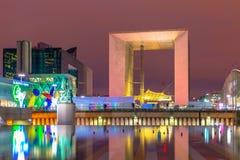 Arco grande na defesa do La na noite iluminada Imagem de Stock Royalty Free