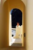 Arco griego en la isla de Santorini Imágenes de archivo libres de regalías