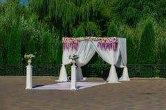 Arco hermoso de la boda Fotografía de archivo