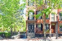 Arco histórico Front Row House en South End Boston foto de archivo