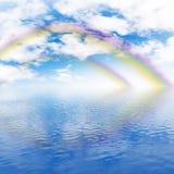 Arco iris, cielo nublado y océano Foto de archivo libre de regalías