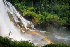 Arco iris de la cascada Foto de archivo libre de regalías