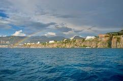 Arco iris de la costa de Amalfi imagen de archivo