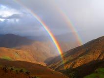 Arco iris de la montaña foto de archivo
